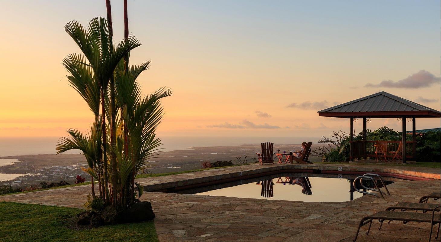 Luxurious hot tub pool at the Holualoa Inn