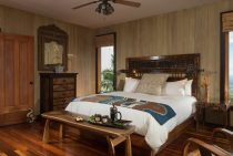 Bed in Gardenia Room
