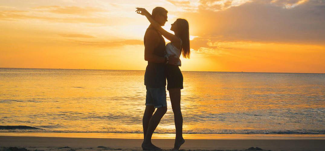 Romantic beach proposal in Hawaii