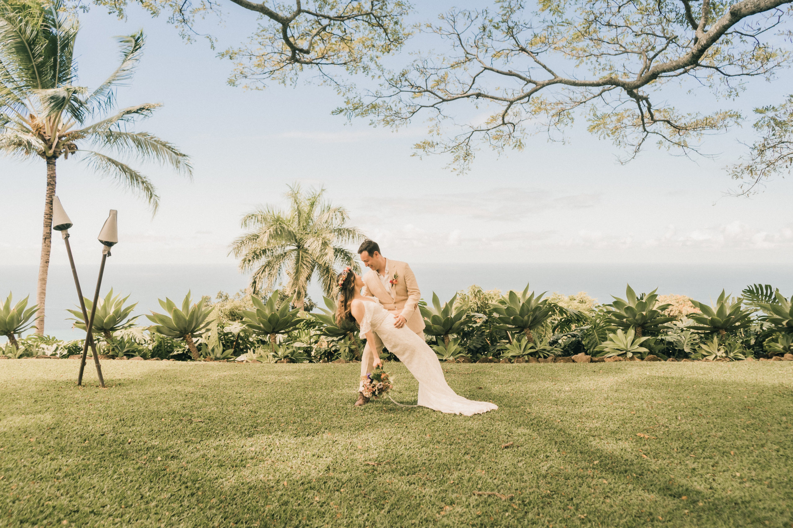 Elopement ceremony in Hawaii overlooking the ocean